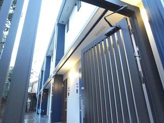梅が丘駅徒歩5分の築浅デザイナーズ1LDKに空きが出ました!賃料13.8万円。17.8帖の広いリビングが魅力です!