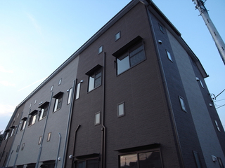 駒沢大学駅徒歩5分、築浅1LDKデザイナーズアパートメントに空きが出ました!閑静な住宅街、日当り良好!賃料14.7万円でのご紹介です!