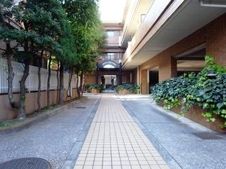 桜新町駅徒歩6分の閑静な住宅街に佇むオートロック付低層マンション、2DK、賃料13.3万円(管理費3,000円)でご紹介中です!